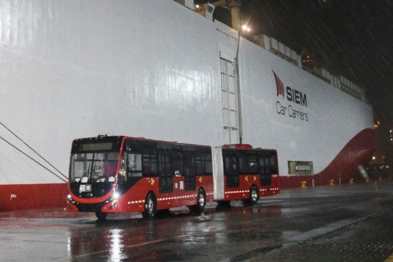 Llega el primer autobús al puerto de Manzanillo